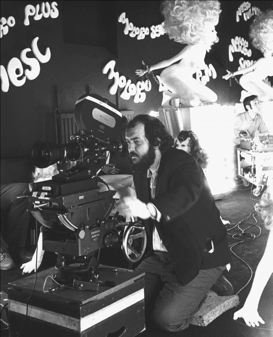 Stanley-Kubrick-shooting-A-Clockwork-Orange