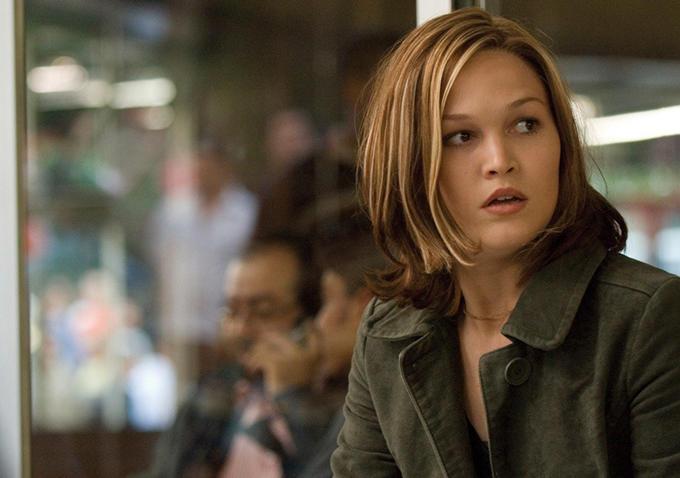 Julia Stiles estará em Bourne 5