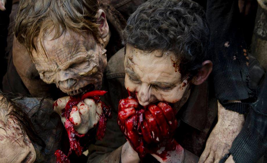The-Walking-Dead-607-walkers-eating-guts