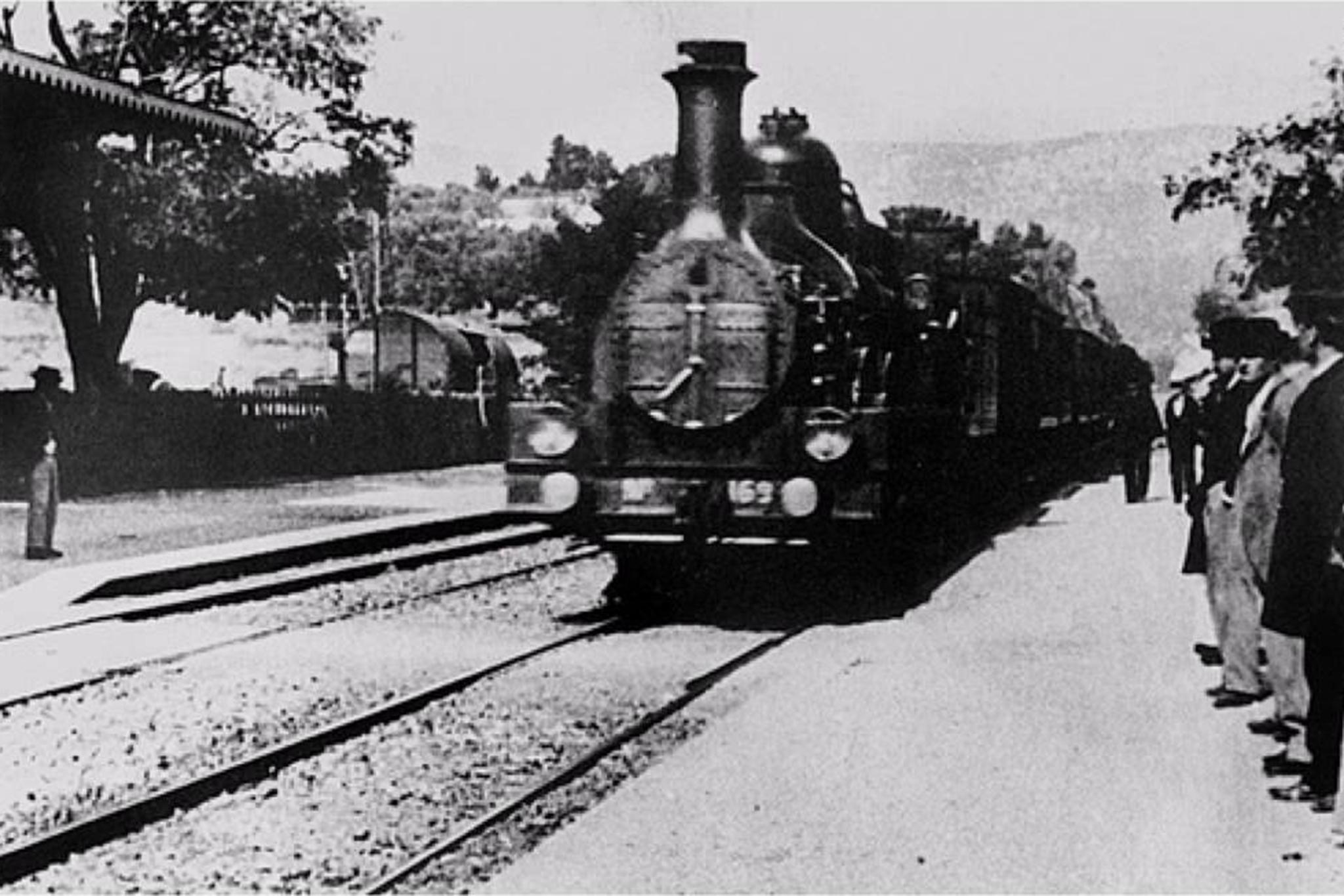 A chegada de um trem a estacao – irmaos lumiere – 1896