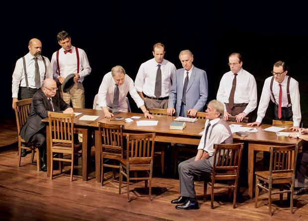Doze homens e uma setenca grupo tapa critica 04
